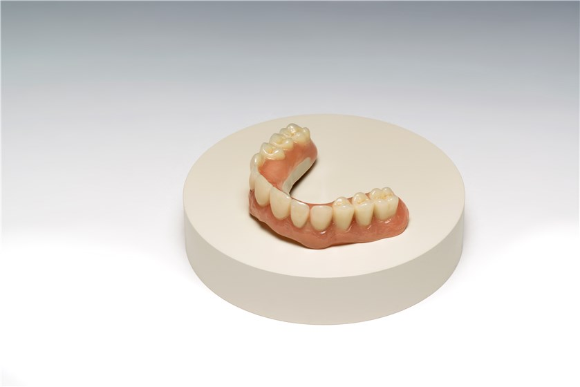 Overdenture on a Juvora™ dental disc © Invibio